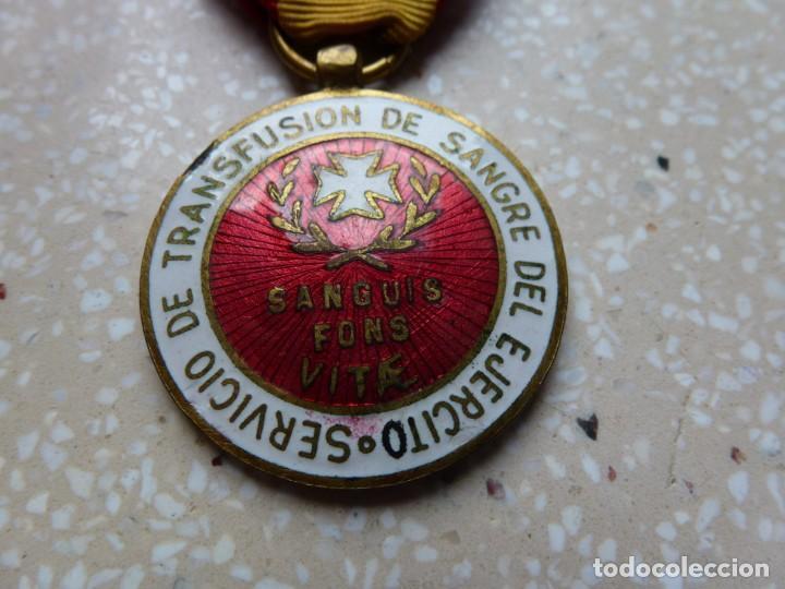 Militaria: MEDALLA CRUZ ROJA MILITAR - SERVICIO DE TRANSFUSIONES DEL EJERCITO ESPAÑOL - Esmalte al Fuego - Foto 2 - 202450596