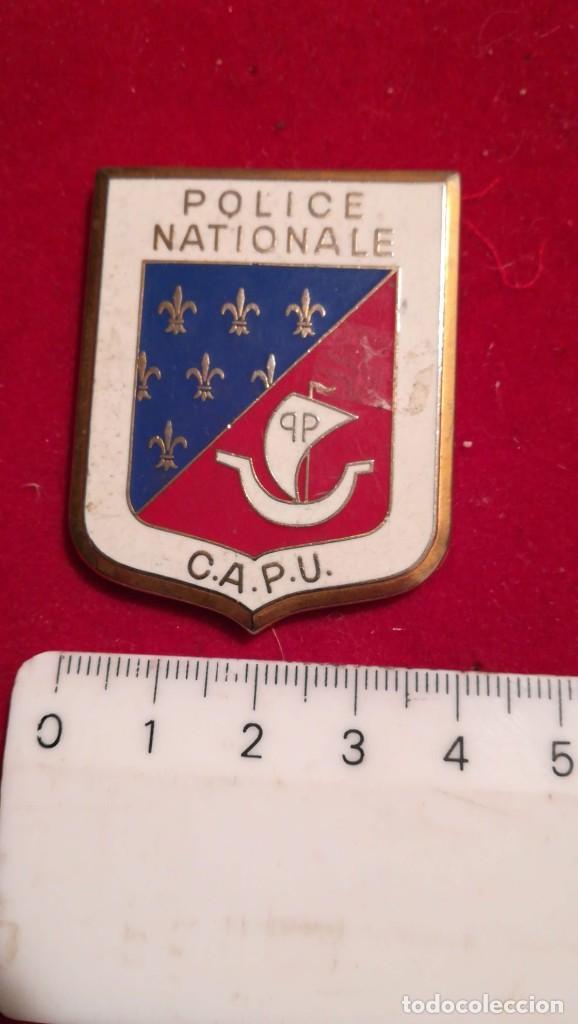 ANTIGUA INSIGNIA POLICE NATIONALE, C. A. P. U. (Militar - Medallas Internacionales Originales)