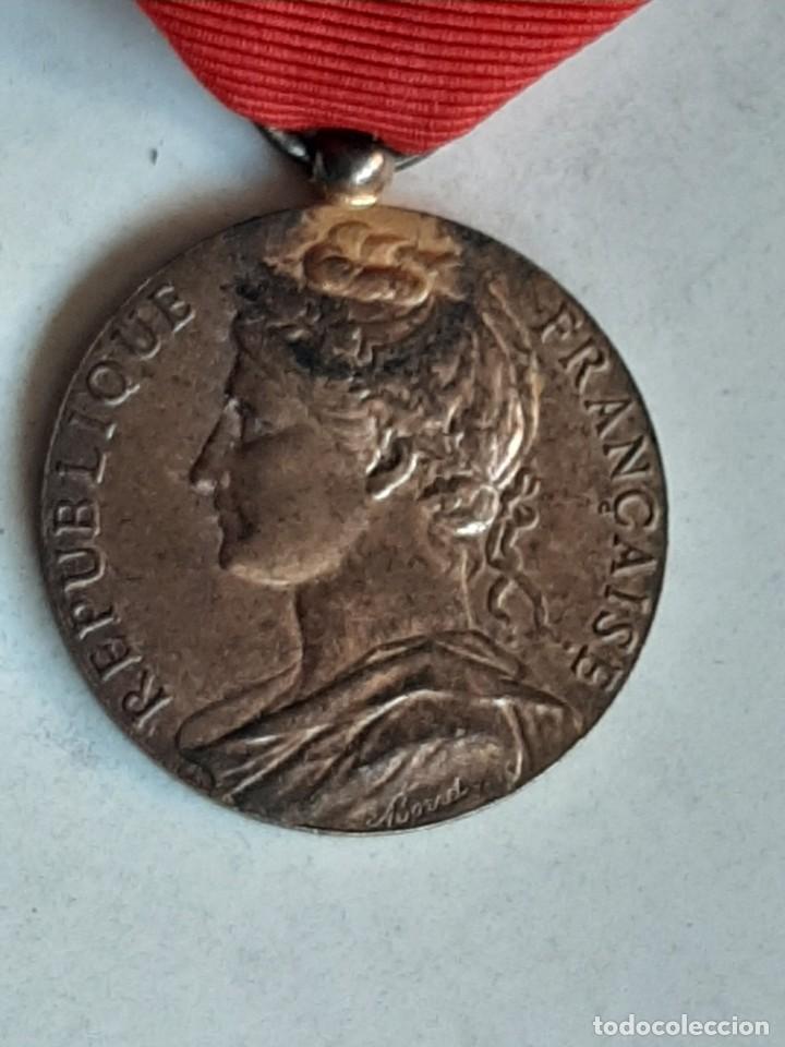 MEDALLA REPUBLICA FRANCESA. Mº TRABAJO. G. CASSAN 1986 (Militar - Medallas Extranjeras Originales)
