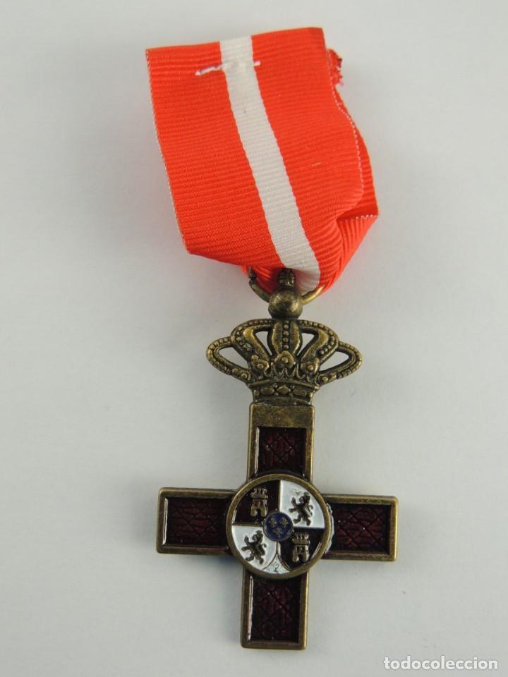 MEDALLA CRUZ AL MERITO MILITAR DISTINTIVO ROJO. (Militar - Reproducciones y Réplicas de Medallas )