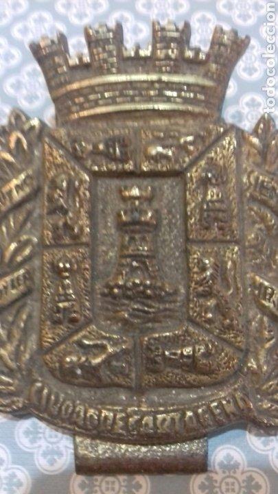 Militaria: Impresionante escudo ciudad de cartagena de bronce con pinza pesa bastante sigloxix - Foto 2 - 205249773