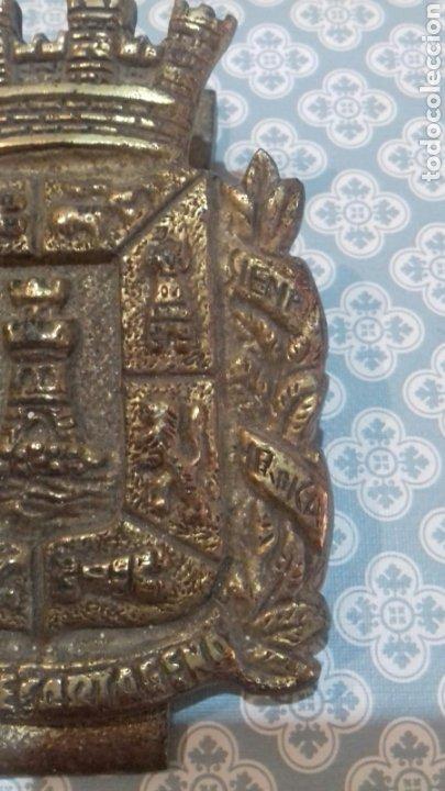Militaria: Impresionante escudo ciudad de cartagena de bronce con pinza pesa bastante sigloxix - Foto 3 - 205249773