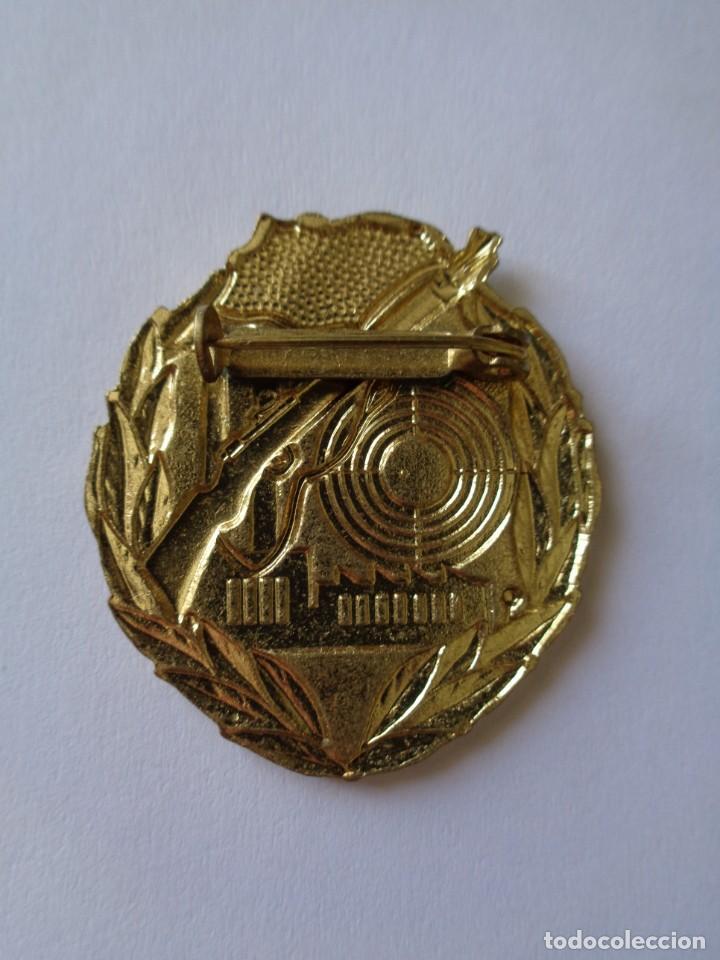 Militaria: MEDALLA - INSIGNIA, BUEN TIRADOR, I CAT., ALEMAN-DDR. 100% ORIGINAL DE LA EPOCA - Foto 2 - 206334643