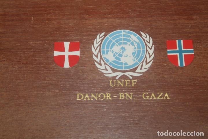 Militaria: lote de una caja unef danor-bn gaza con 2 fotos 1 medalla 1 placa 1 caja de cerilla de piel - Foto 2 - 206479361