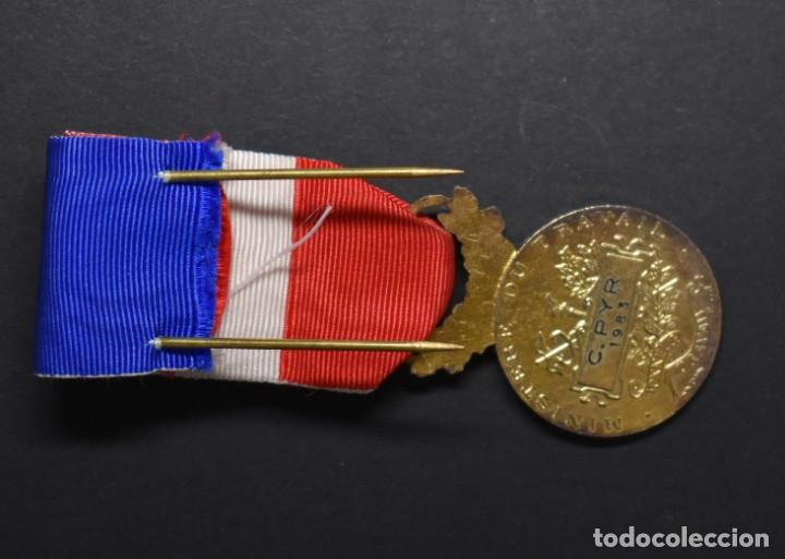 Militaria: MEDALLA DE PLATA MACIZA. AL HONOR DEL MINISTERIO DE TRABAJO DE FRANCIA.OTORGADA EN EL AÑO 1983. - Foto 2 - 206984291