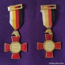 Militaria: CONDECORACION XXV AÑOS DE PAZ. 1939-1964.UNION NACIONAL DE EXCOMBATIENTES.MEDALLA. LAS DOS VARIANTES. Lote 207097806