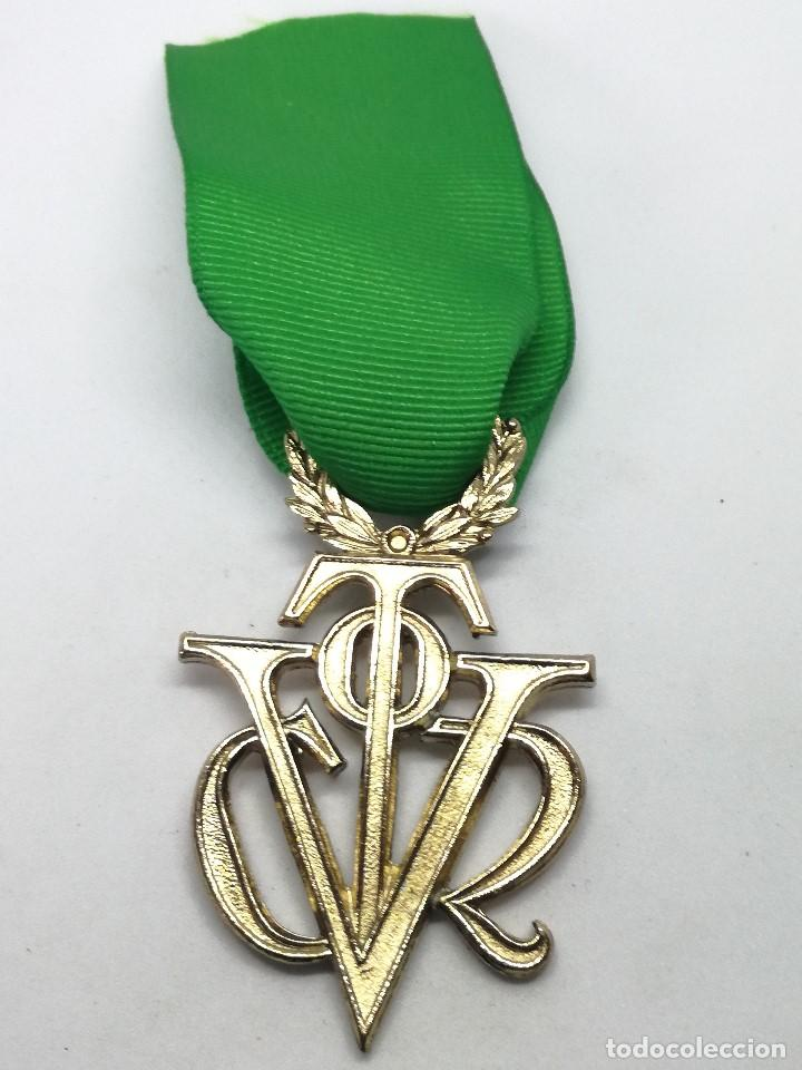 Militaria: RÉPLICA Medalla Víctor del SEU. Extraordinaria de Oro. 1952-1973. España. General Franco. Al mérito - Foto 2 - 208401597