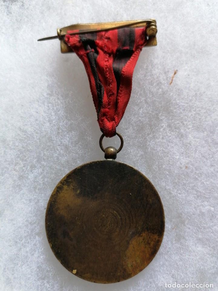 Militaria: Medalla de homenaje a Ramiro Ledesma Ramos de Falange - Foto 3 - 209318546