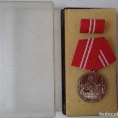 Militaria: MEDALLA AL FIEL SERVICIO ALEMAN-DDR. 100% ORIGINAL DE LA EPOCA. Lote 209845995