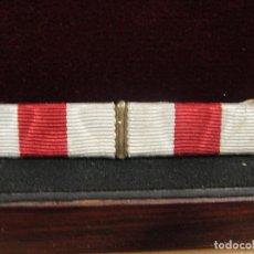 Militaria: PASADOR DE LA CRUZ ROJA CON DOS CINTAS. Lote 210553763