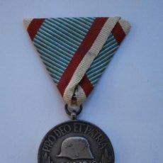 Militaria: MEDALLA HÚNGARA CONMEMORATIVA DE LA I PRIMERA GUERRA MUNDIAL PRO DEO ET PATRIA 1914-1918 CON CINTA. Lote 210815461