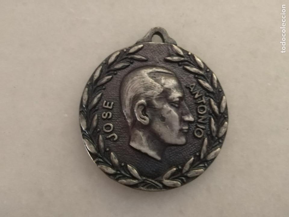 GUERRA CIVIL RARA MEDALLA FALANGE Y LAS JONS. (Militar - Medallas Españolas Originales )