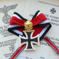Militaria: CRUZ DE CABALLERO DE LA CRUZ DE HIERRO CON HOJAS DE ROBLE Y ESPAGAS ORO. 1939. Lote 220510377