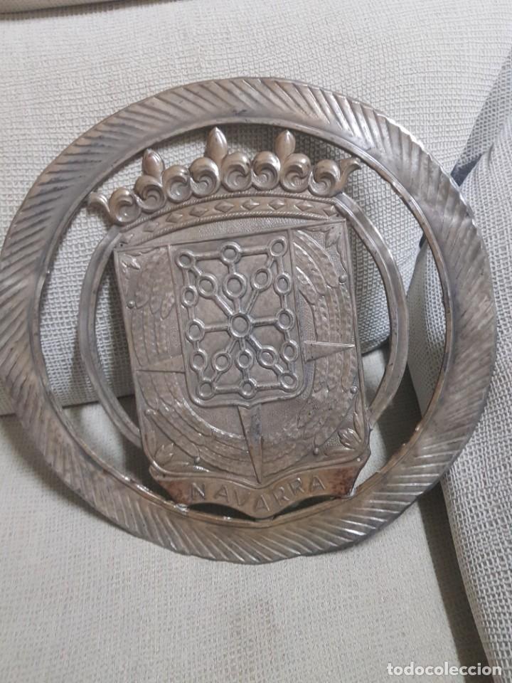 GRAN ESCUDO DE NAVARRA CON LAUREADA (Militar - Medallas Españolas Originales )