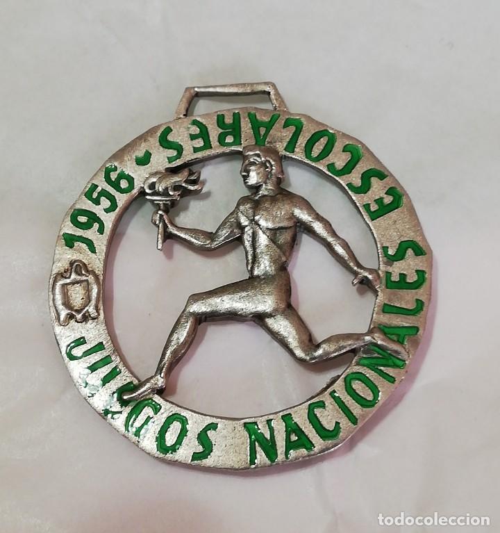 Militaria: 3 MEDALLAS DE LOS JUEGOS NACIONALES ESCOLARES 1956 / 1958, Y DE LA JUVENTUD SEU, LA MAS GRANDE MIDE - Foto 2 - 213913292