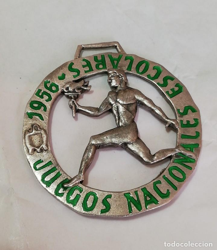 Militaria: 3 MEDALLAS DE LOS JUEGOS NACIONALES ESCOLARES 1956 / 1958, Y DE LA JUVENTUD SEU, LA MAS GRANDE MIDE - Foto 6 - 213913292