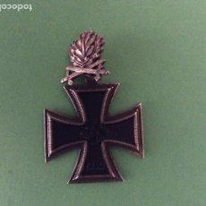 Militaria: CRUZ DE CABALLERO DE LA CRUZ DE HIERRO CON HOJAS DE ROBLE Y ESPADAS.. Lote 214493267