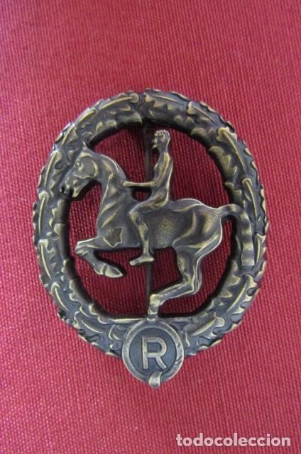 Militaria: Medalla alemana Distintivo insignia caballería II segunda guerra mundial ejercito alemán con diploma - Foto 3 - 215881277