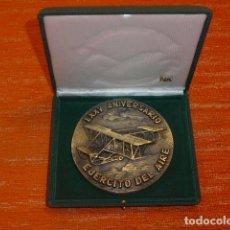 Militaria: ANTIGUA GRAN MEDALLA DEL EJERCITO DEL AIRE, ORIGINAL, AVIACION ESPAÑOLA. EN SU CAJA.. Lote 218545592
