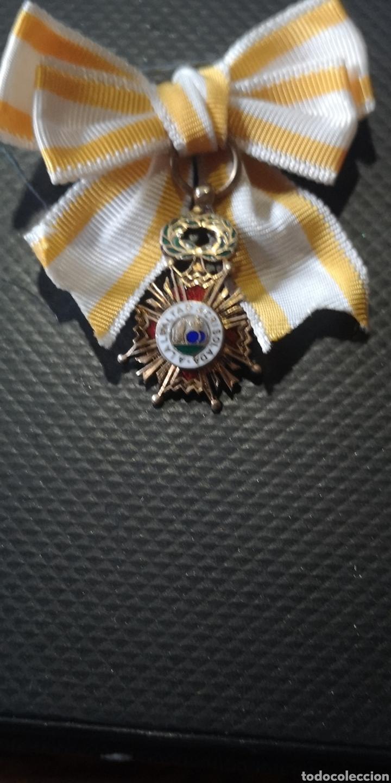 MINIATURA CON LAZO DE LA ORDEN DE ISABEL LA CATÓLICA PLATA DORADA (Militar - Medallas Españolas Originales )
