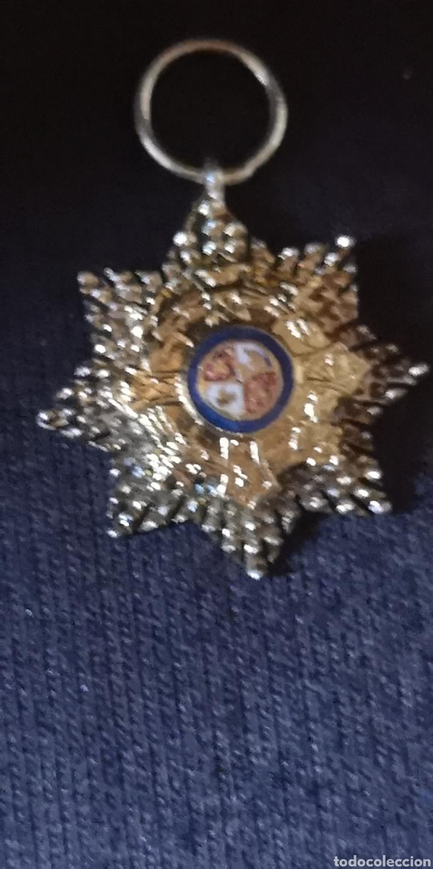 MINIATURA DE LA CRUZ DE CAMPAÑA ÉPOCA FRANCO CREO QUE ES DE PLATA (Militar - Medallas Españolas Originales )