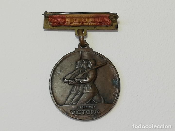 Militaria: ANTIGUA MEDALLA GUERRA CIVIL ESPAÑOLA - ALZAMIENTO 18 JULIO 1936 - VICTORIA 1 ABRIL 1939 MONTEAGUT - Foto 2 - 218695461