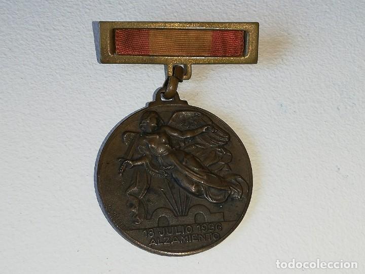 Militaria: ANTIGUA MEDALLA GUERRA CIVIL ESPAÑOLA - ALZAMIENTO 18 JULIO 1936 - VICTORIA 1 ABRIL 1939 MONTEAGUT - Foto 3 - 218695461
