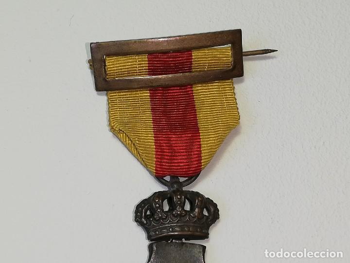 Militaria: ANTIGUA MEDALLA ALFONSO XIII HOMENAJE DE LOS AYUNTAMIENTOS A LOS REYES AÑO 1925 - 23 ENERO 1925 - Foto 3 - 218715268
