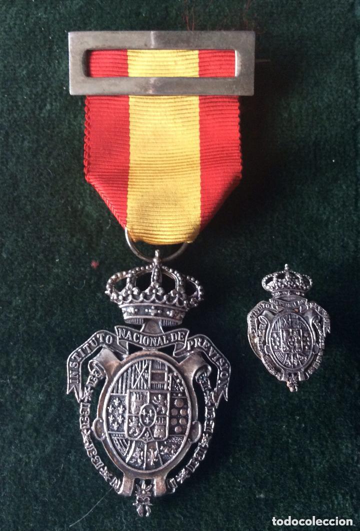Militaria: Medalla del Instituto Nacional de Previsión. Plata. 1908. - Foto 2 - 219634985
