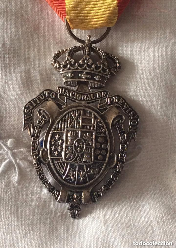Militaria: Medalla del Instituto Nacional de Previsión. Plata. 1908. - Foto 3 - 219634985