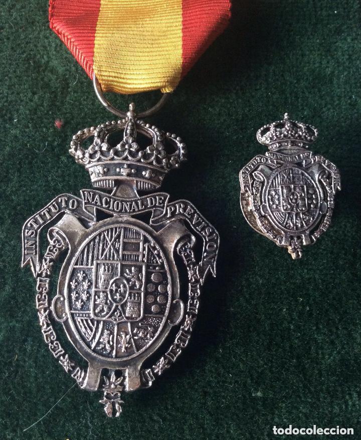 MEDALLA DEL INSTITUTO NACIONAL DE PREVISIÓN. PLATA. 1908. (Militar - Medallas Españolas Originales )