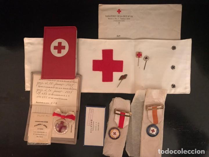 Militaria: LOTE DE LA CRUZ ROJA - AÑOS 50 ORIGINAL - CONDECORACIONES - CARNET - BRAZALETE - Foto 5 - 220529308