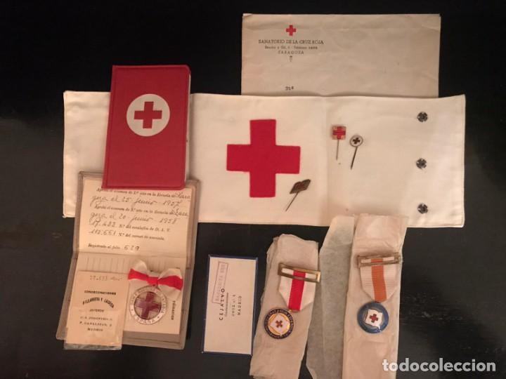Militaria: LOTE DE LA CRUZ ROJA - AÑOS 50 ORIGINAL - CONDECORACIONES - CARNET - BRAZALETE - Foto 6 - 220529308