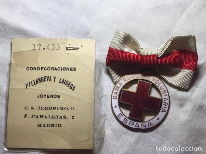 Militaria: LOTE DE LA CRUZ ROJA - AÑOS 50 ORIGINAL - CONDECORACIONES - CARNET - BRAZALETE - Foto 8 - 220529308