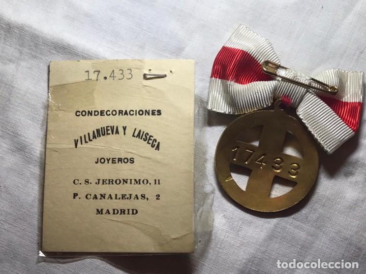 Militaria: LOTE DE LA CRUZ ROJA - AÑOS 50 ORIGINAL - CONDECORACIONES - CARNET - BRAZALETE - Foto 9 - 220529308