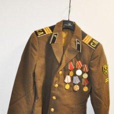 Militaria: CHAQUETA MILITAR SOVIETICA CON MEDALLAS 4.URSS. Lote 221818148