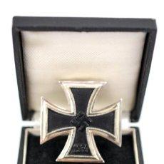 Militaria: ESTUCHE CON CRUZ DE HIERRO 1939 DE 1ª CLASE, CÓDIGO «4», WEHRMACHT. Lote 221948428