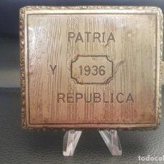 Militaria: ANTIGUA PITILLERA DE LA REPUBLICA PATRIA Y REPUBLICA. Lote 222115151