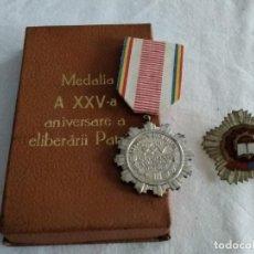 Militaria: 2 MEDALLAS RUMANÍA COMUNISTA: XXV ANIVERSARIO LIBERACIÓN PATRIA Y PLACA MÉRITO CULTURAL 1975. Lote 222144283