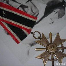 Militaria: II WW. CRUZ AL MERITO DE GUERRA DE SEGUNDA CLASE CON SU CINTA ORIGINAL. (KRIEGSVERDIENSTKREUZ).. Lote 222150277
