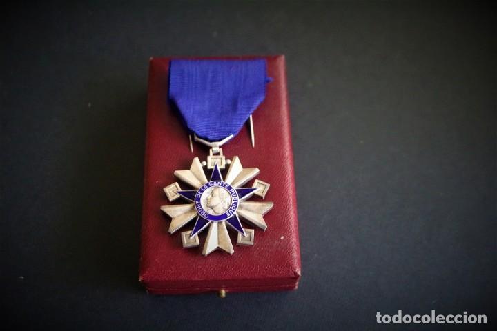 Militaria: Orden de la Salud Pública en su estuche. Francia. Medallas francesas - Foto 2 - 222313790