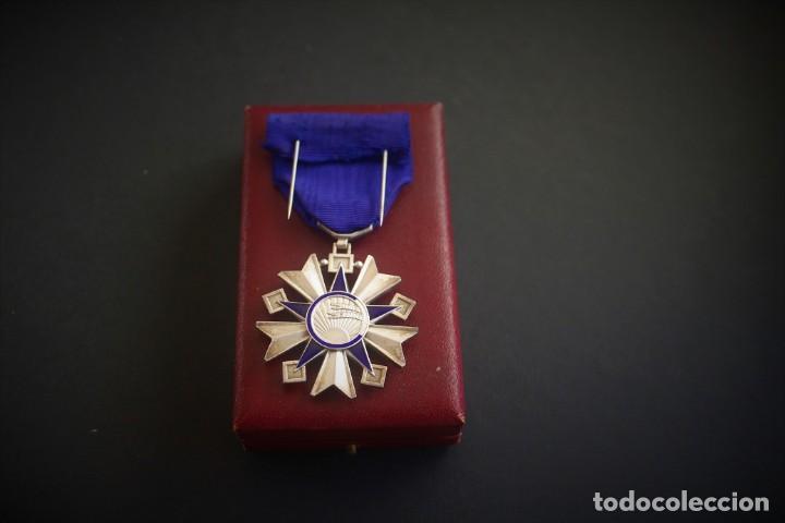 Militaria: Orden de la Salud Pública en su estuche. Francia. Medallas francesas - Foto 3 - 222313790