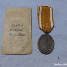 Militaria: * ANTIGUA MEDALLA ALEMANA ORIGINAL DE II GUERRA MUNDIAL, MURO ATLANTICO CON SU SOBRE. ZX. Lote 222610408