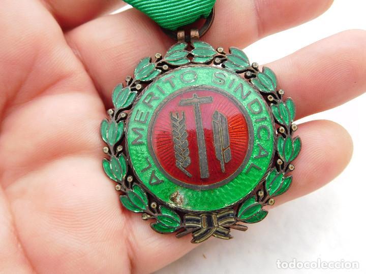 Militaria: Medalla al mérito sindical - Foto 2 - 222676523