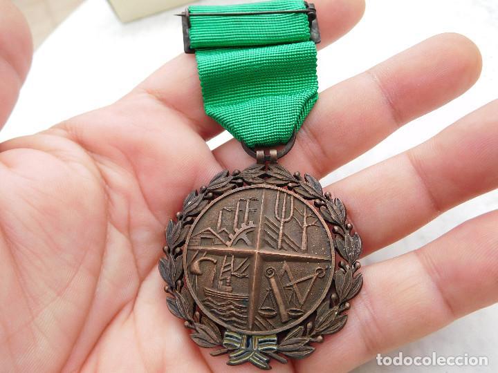 Militaria: Medalla al mérito sindical - Foto 5 - 222676523