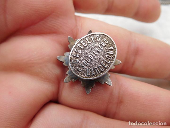 Militaria: Insignia de solapa placa del mérito militar distintivo blanco pensionado. Castells - Foto 4 - 222677390