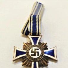 Militaria: MEDALLA DE HONOR DE LA MADRE ALEMANA CATEGORIA BRONCE-ALEMANIA 3 REICH. CON CINTA ORIGINAL. Lote 222906078