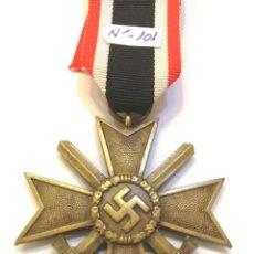 Militaria: CRUZ DEL MERITO MILITAR 2 CLASE 1939 ESPADAS, BUNTMETAL, MARCADA 101 EN ANILLA-CINTA ORIGINAL LARGA. Lote 222908257