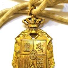 Militaria: PROFESOR MERCANTIL MONÁRQUICA, PLATA DORADA CON SU CINTA/CORDÓN ORIGINAL. Lote 223817125
