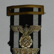 Militaria: CRUZ DE HIERRO 1914, 2ª CLASE CON PASADOR DE REPETICIÓN 1939, CON CINTA Y PASADOR. DESCONOCEMOS SI E. Lote 223990165